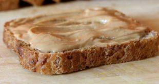 आप चाहे गेनिंग कर रहे हों या कटिंग peanuts butter को अपनी डाइट का हिस्सा रख सकते हैं। इसमें प्रोटीन और हेल्दी फैट होता है जो आपकी हर जरूरत को पूरा करता है।